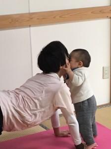 産後ママヨガ写真